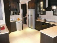 Kitchen - 24 square meters of property in Faerie Glen