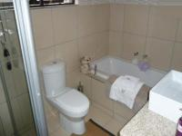 Bathroom 1 - 2 square meters of property in Faerie Glen