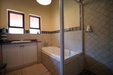 Bathroom 2 - 8 square meters of property in Woodhill Golf Estate