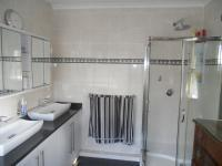 Main Bathroom - 9 square meters of property in Athlone Park