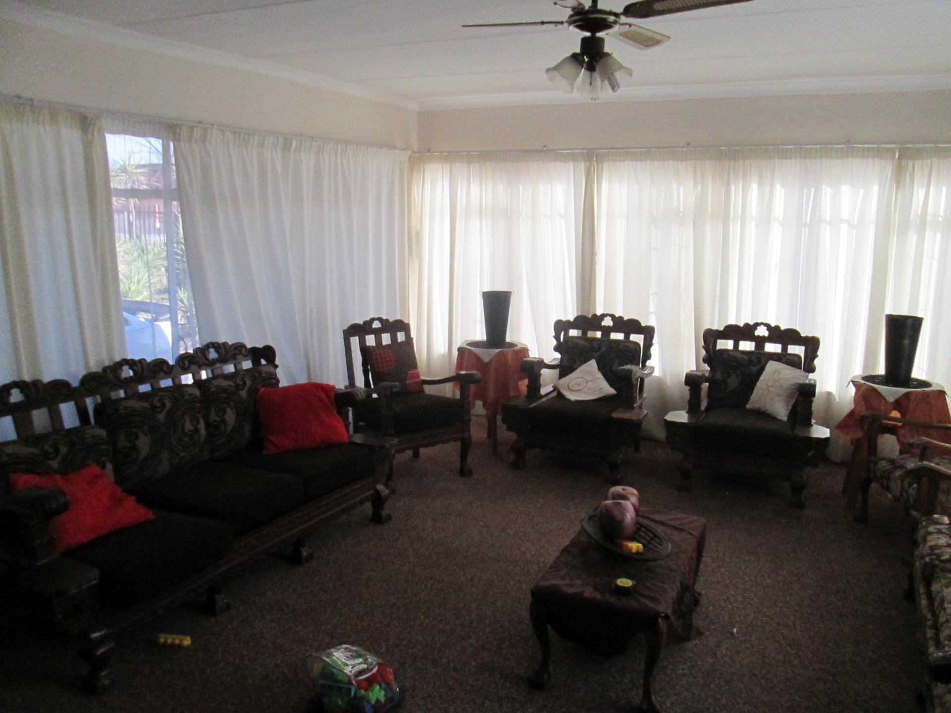 Lounges - 57 square meters of property in Secunda