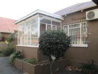 3 Bedroom 1 Bathroom in Bezuidenhout Valley