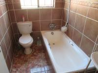 Main Bathroom - 3 square meters of property in Klipfontein View