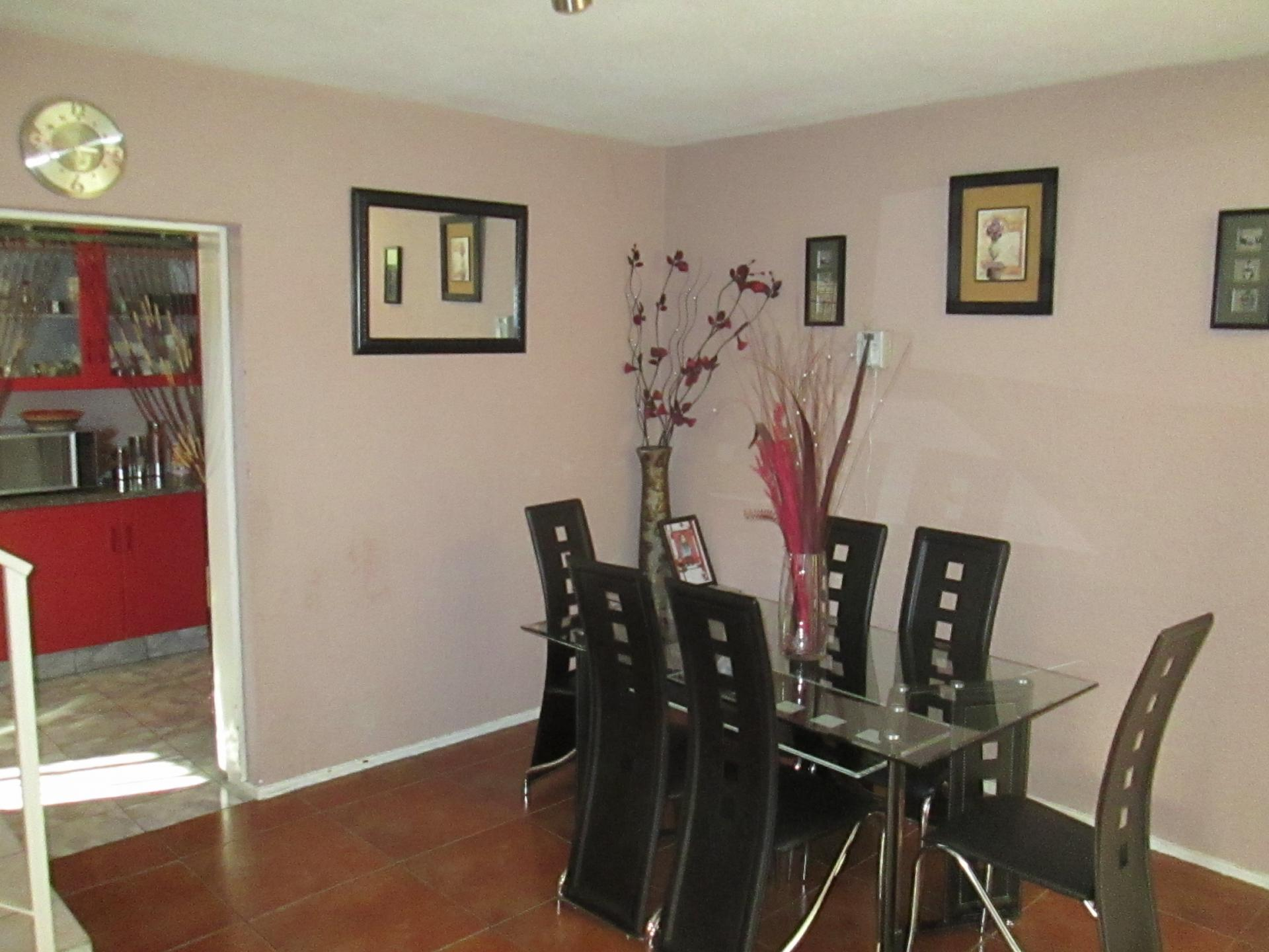 Dining Room - 7 square meters of property in La Rochelle - JHB