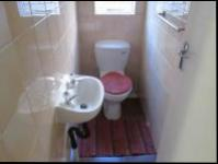 Guest Toilet - 3 square meters of property in La Rochelle - JHB