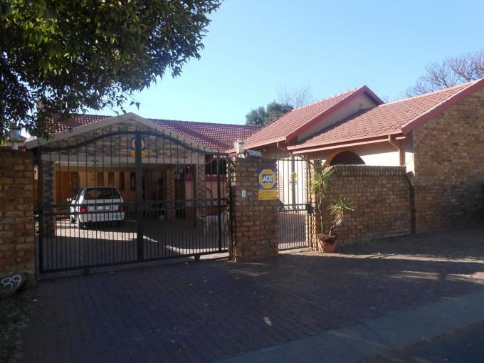 3 Bedroom House For Sale in Lenasia South - Private Sale - MR112941