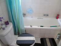 Main Bathroom - 3 square meters of property in Buccleuch