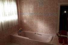 Bathroom 1 - 7 square meters of property in Somerset West