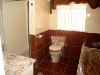 Main Bathroom - 39 square meters of property in Elarduspark