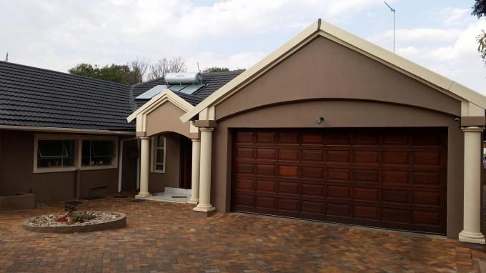 4 Bedroom House for Sale For Sale in Constantia Glen - Home Sell - MR113155