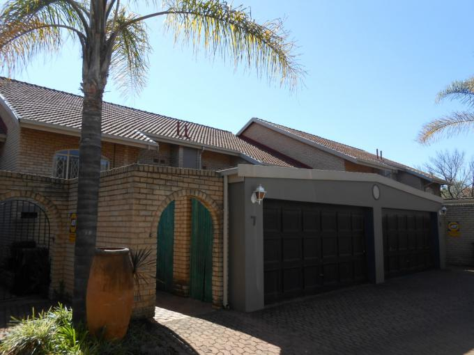 3 Bedroom Duplex for Sale For Sale in Waterkloof Glen - Home Sell - MR113325