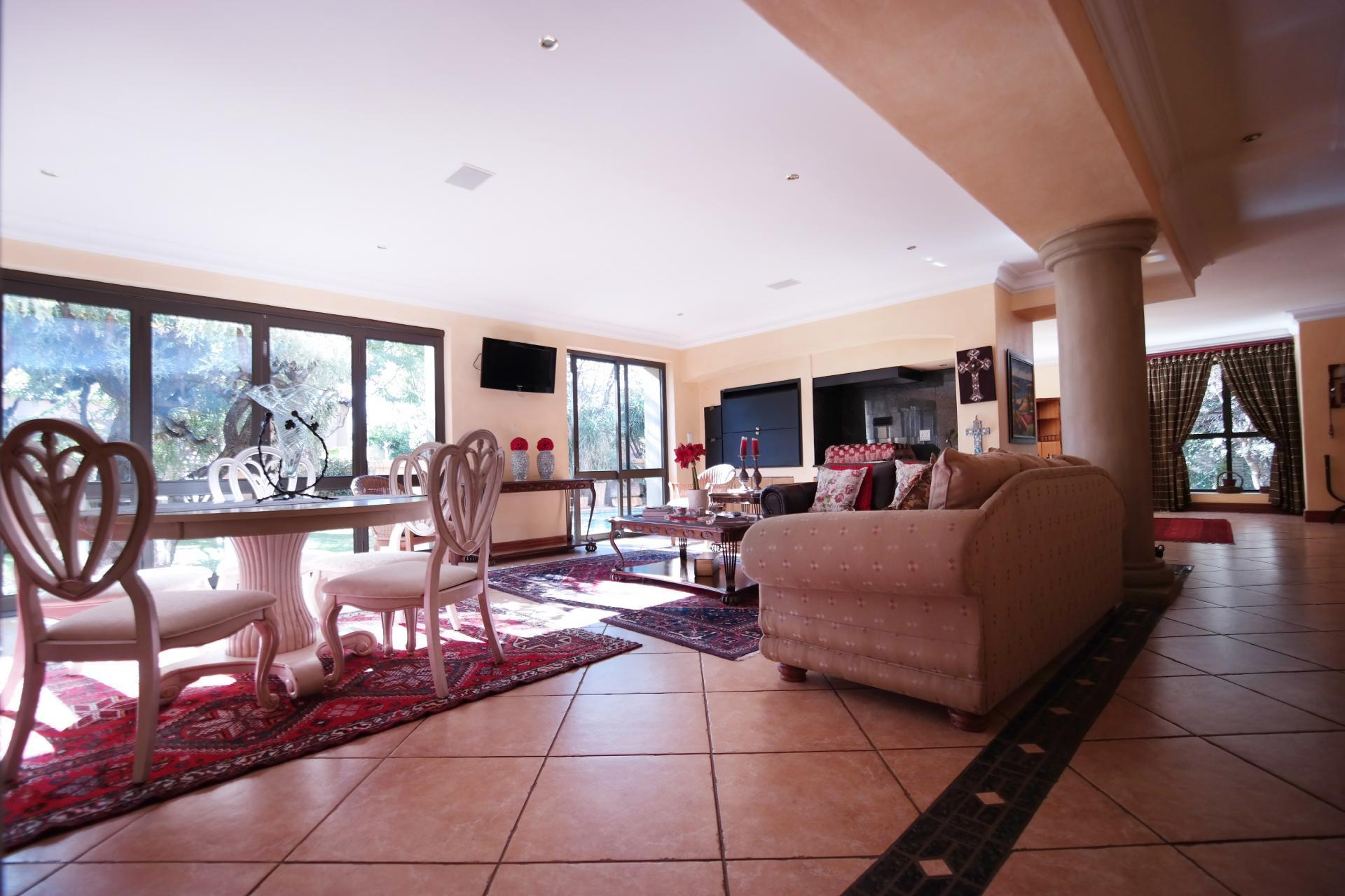 Dining Room - 28 square meters of property in Woodhill Golf Estate