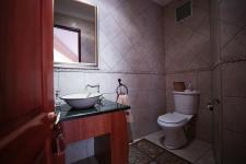 Bathroom 1 - 5 square meters of property in Woodhill Golf Estate