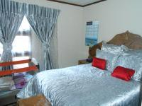 Main Bedroom - 18 square meters of property in The Orchards