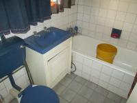 Main Bathroom - 9 square meters of property in Mindalore