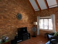 Lounges - 30 square meters of property in Glenmarais (Glen Marais)
