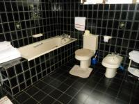 Main Bathroom - 15 square meters of property in Malabar