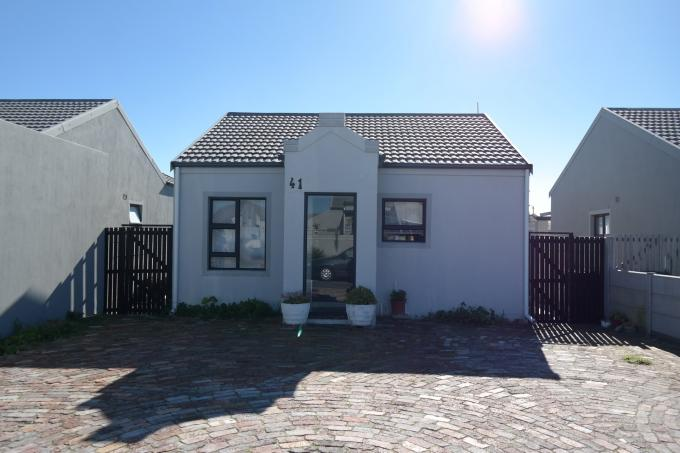 2 Bedroom House For Sale in Muizenberg   - Private Sale - MR113710