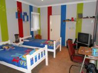Bed Room 1 - 28 square meters of property in Dalview