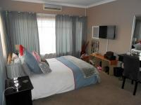 Main Bedroom - 24 square meters of property in Dalview