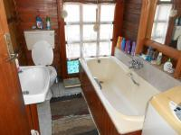 Main Bathroom - 19 square meters of property in Isandovale