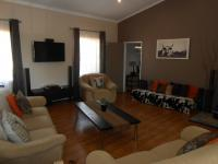 Lounges - 86 square meters of property in Roodeplaat