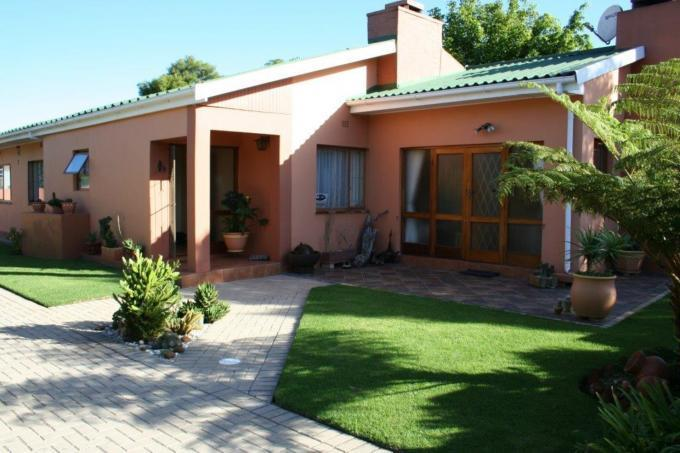 4 Bedroom House For Sale in Bodorp - Private Sale - MR114010