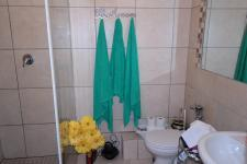 Bathroom 1 - 5 square meters of property in Goodwood