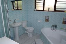 Bathroom 1 - 9 square meters of property in Grabouw