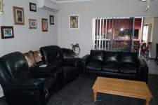 Lounges - 32 square meters of property in Grabouw