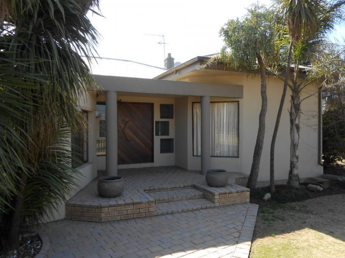 4 Bedroom House for Sale For Sale in Benoni - Private Sale - MR114104