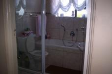 Bathroom 1 - 5 square meters of property in Reebok
