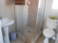 Main Bathroom - 5 square meters of property in Ravenswood