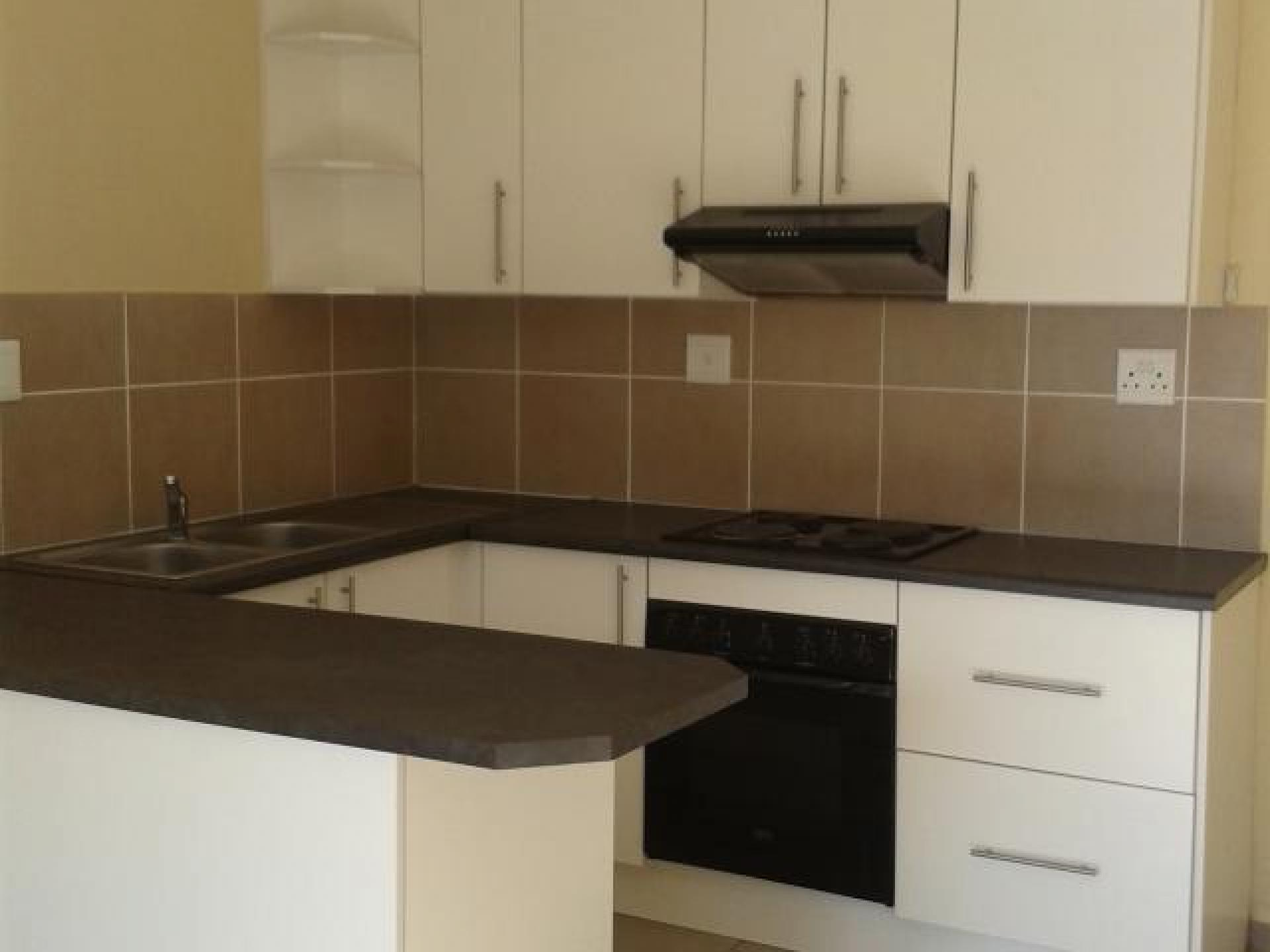 Kitchen - 6 square meters of property in Southernwood