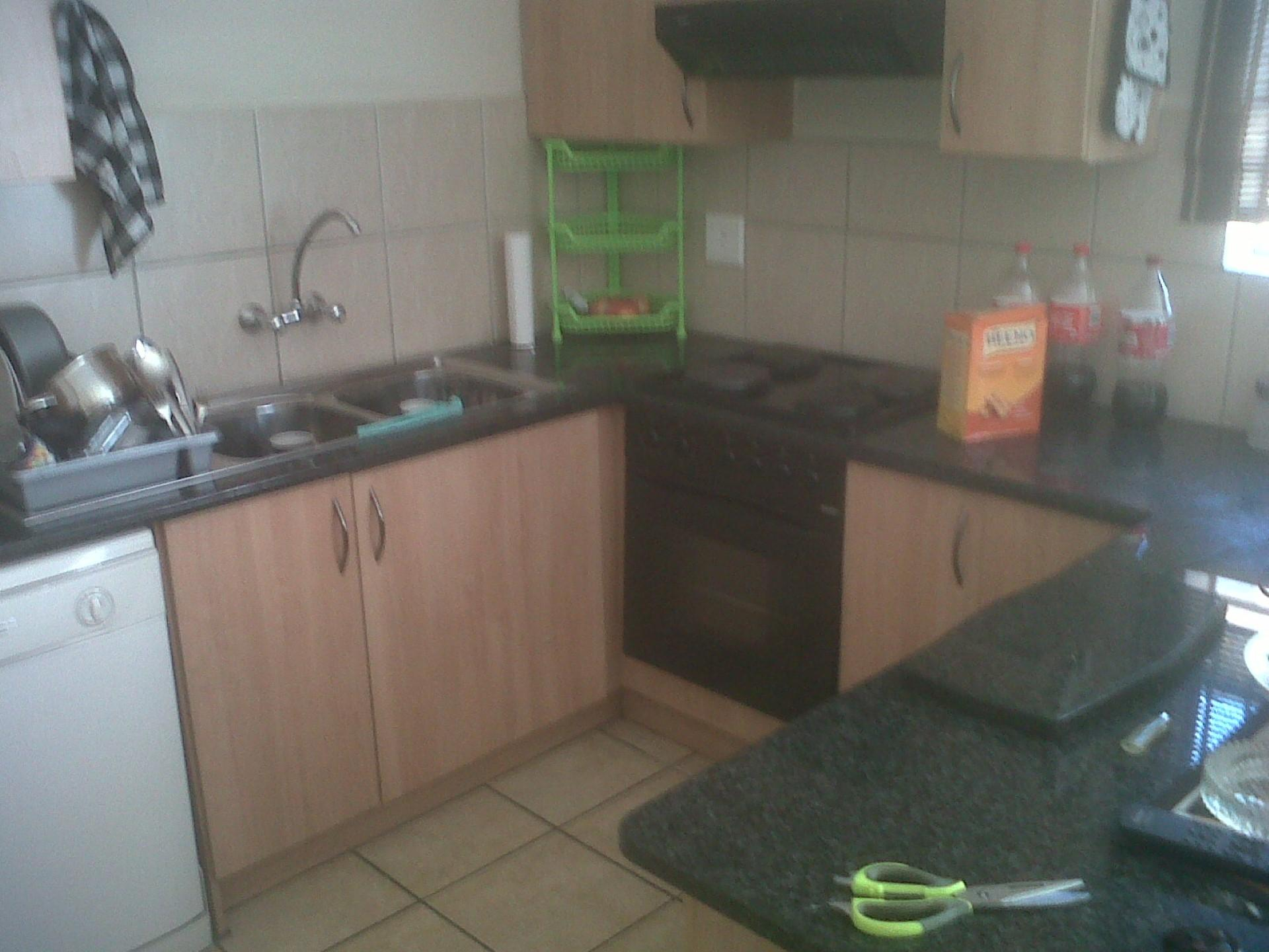 Kitchen - 20 square meters of property in Claremont