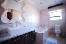 Bathroom 3+ - 6 square meters of property in The Wilds Estate