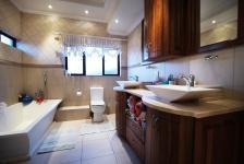 Bathroom 2 - 13 square meters of property in The Wilds Estate