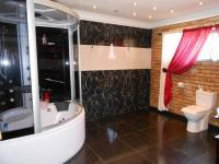 Main Bathroom - 28 square meters of property in Newlands - JHB