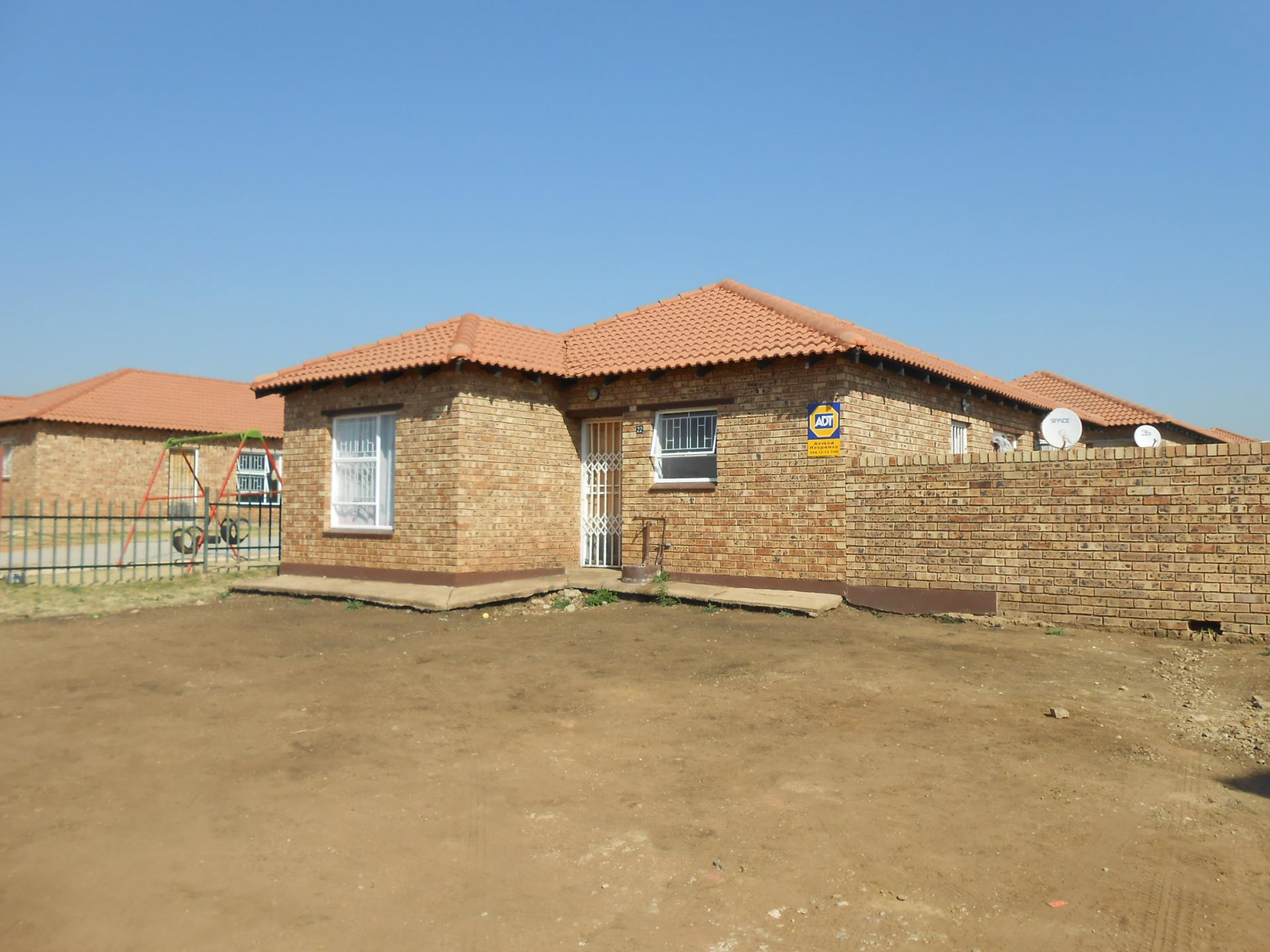 Front View of property in Karenpark