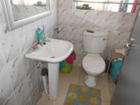 Main Bathroom - 3 square meters of property in Fleurhof