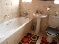 Main Bathroom - 3 square meters of property in Meredale