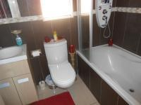 Main Bathroom - 5 square meters of property in Alan Manor