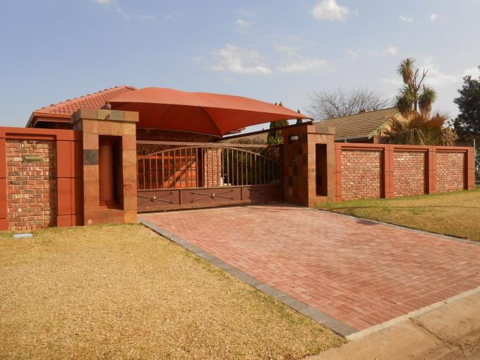 4 Bedroom House for Sale For Sale in Potchefstroom - Home Sell - MR114618