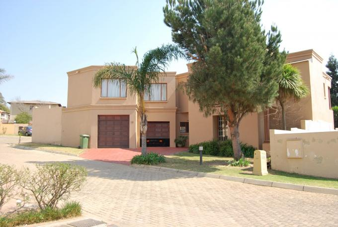 4 Bedroom Cluster For Sale in Buccleuch - Private Sale - MR114623