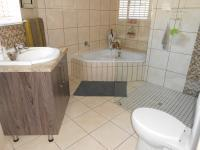 Main Bathroom - 10 square meters of property in Three Rivers
