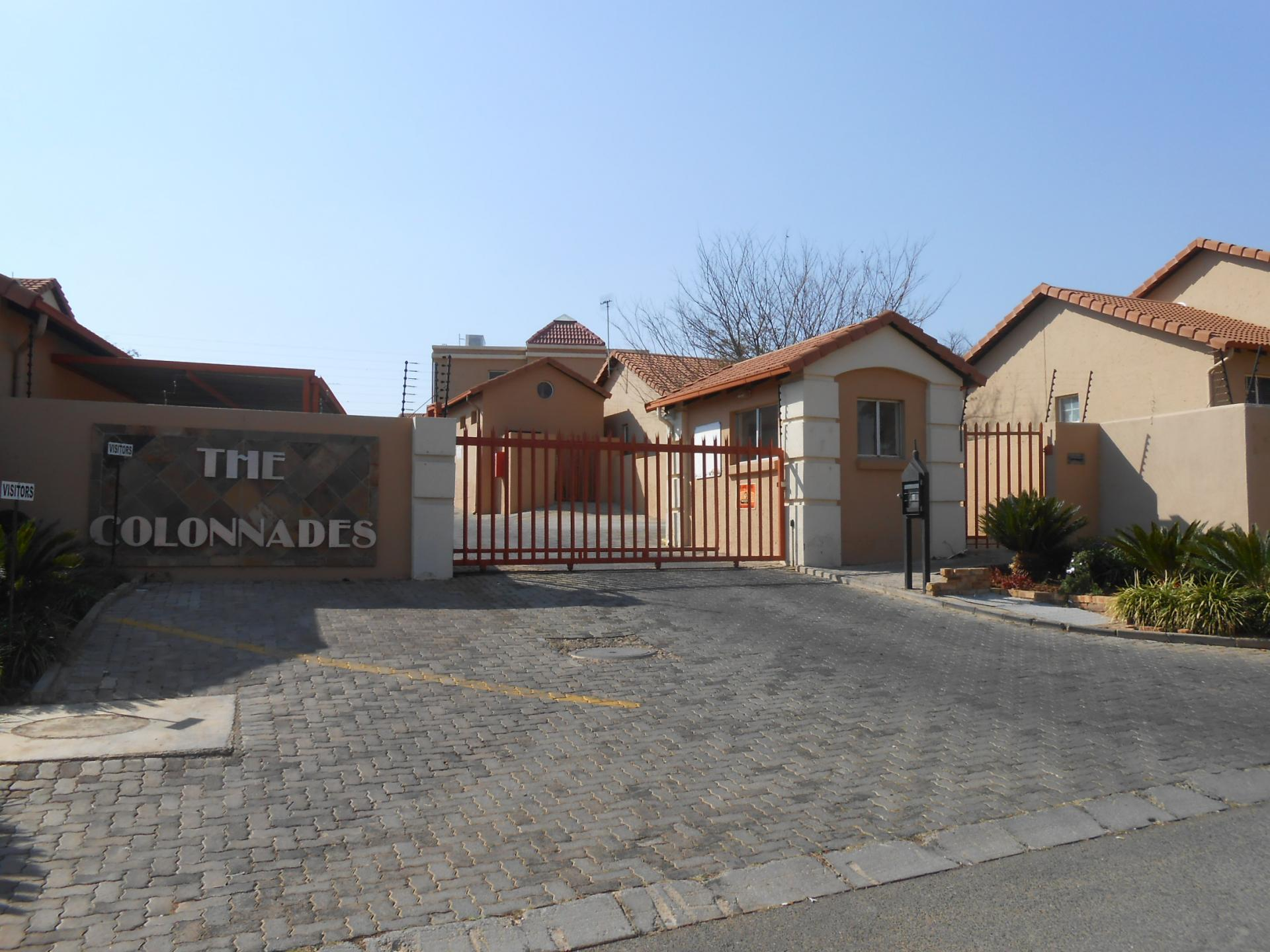 Front View of property in Radiokop
