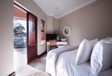 Bed Room 1 - 21 square meters of property in The Wilds Estate