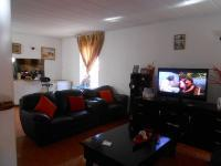 Lounges - 25 square meters of property in Windsor