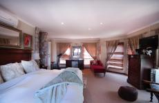 Main Bedroom - 45 square meters of property in Woodhill Golf Estate