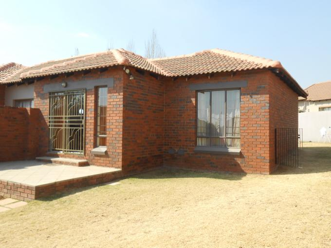 2 Bedroom Simplex for Sale For Sale in Mooikloof Ridge - Private Sale - MR115102